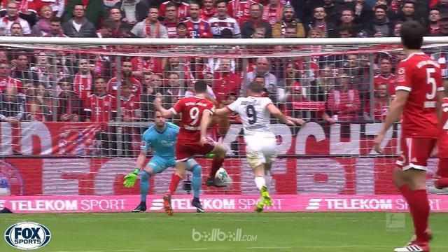 Robert Lewandowski mencetak gol ke-100 bersama Bayern Munich kala berpesta 6-0 atas Hamburg dalam lanjutan laga Bundesliga.   Fran...