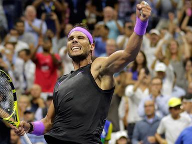 Petenis Spanyol, Rafael Nadal berselebrasi usai menang atas petenis Kroasia, Marin Cilic pada babak keempat turnamen AS Terbuka 2019 di Arthur Ashe Stadium, Senin (2/9/2019). Nadal lolos ke perempat final AS Terbuka setelah laga berdurasi 169 menit dengan skor 6-3, 3-6, 6-1, 6-2. (AP/Seth Wenig)