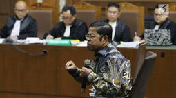 Terdakwa dugaan penerimaan suap terkait kerja sama pembangunan PLTU Riau-1, Idrus Marham menjawab pertanyaan saat JPU KPK sidang lanjutan di Pengadilan Tipikor, Jakarta, Selasa (12/3). Sidang memeriksa keterangan terdakwa. (Liputan6com/Helmi Fithriansyah)
