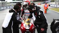 Andi Gilang jelang balapan Moto3 Prancis di Sirkuit Le Mans, hari Minggu (16/05/2021). (Honda Team Asia)