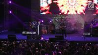 "Band Sixpence None The Richer saat menghibur penonton dalam event bertajuk ""The 90s Festival"" di Gambir Expo, Kemayoran, Jakarta, Sabtu (25/11). Sixpence None The Richer membawakan lagu andalannya yang hits di era 90an. (Liputan6.com/Herman Zakharia)"
