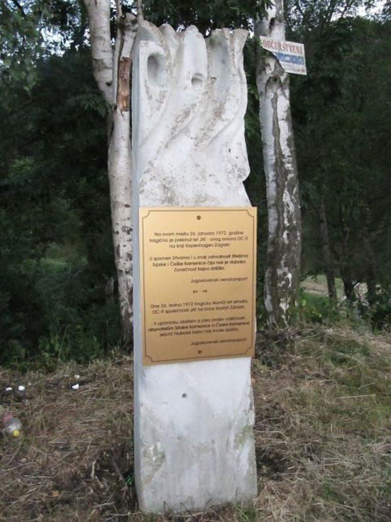 Monumen kecelakaan pesawat di Desa Srbská Kamenice  (Wikipedia/palickap – CC BY 3.0)