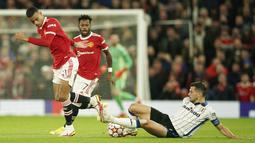 Manchester United dan Atalanta tampil saling menekan begitu laga dimulai. Mereka saling jual beli serangan dan menunjukan pertahanan yang cukup solid di awal-awal laga. (AP/Dave Thompson)