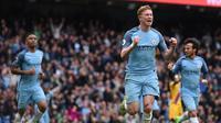 Kevin de Bruyne melakukan selebrasi usai mencetak gol ke gawang Crystal Palace. (AFP / Oli SCARFF)