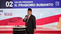Calon presiden nomor urut 02 Prabowo Subianto memberi paparannya dalam debat kedua Pilpres 2019 di Hotel Sultan, Jakarta, Minggu (17/2). Debat dipimpin oleh Tommy Tjokro dan Anisha Dasuki. (Liputan6.com/Faizal Fanani)
