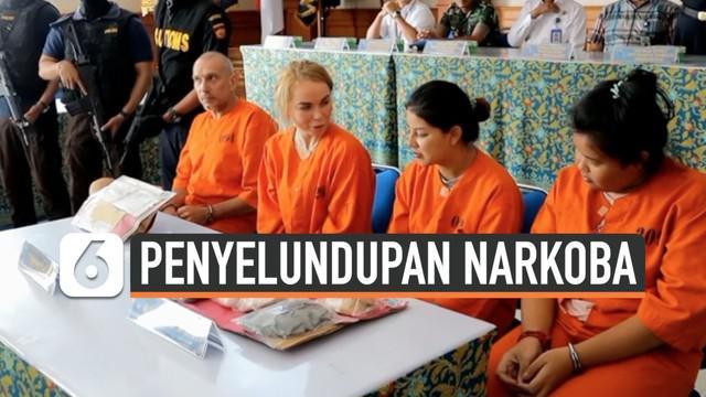 Empat warga negara asing ditangkap karena mencoba menyeludupkan narkoba ke Bali. Mereka terdiri dari dua wanita Thailand, satu wanita Rusia dan seorang pria Perancis.
