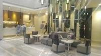 Lobi Hotel Santika Premiere Hayam Wuruk. (Liputan6.com/Henry)
