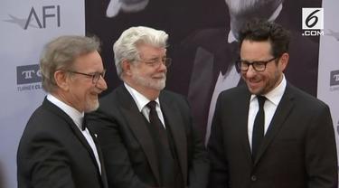 George Lucas dan Steven Spielberg menduduki peringkat teratas pesohor terkaya di AS. Urutan ketiga diduduki oleh Oprah Winfrey.