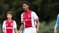 Penyerang Akademi Ajax keturunan Indonesia, Noah Gesser. (Website Ajax).