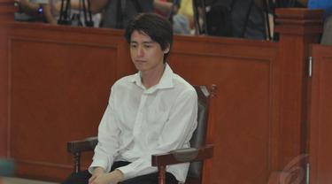 Roger Danuarta menjalani sidang perdana di Pengadilan Negeri Jakarta Timur, Rabu (7/5/14). (Liputan6.com/Panji Diksana)