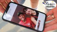 Andrea Dian sukses membujuk Mesut Ozil untuk berselfie ria di Singapura, Rabu (25/7/2018). (Bola.com/Wiwig Prayugi)