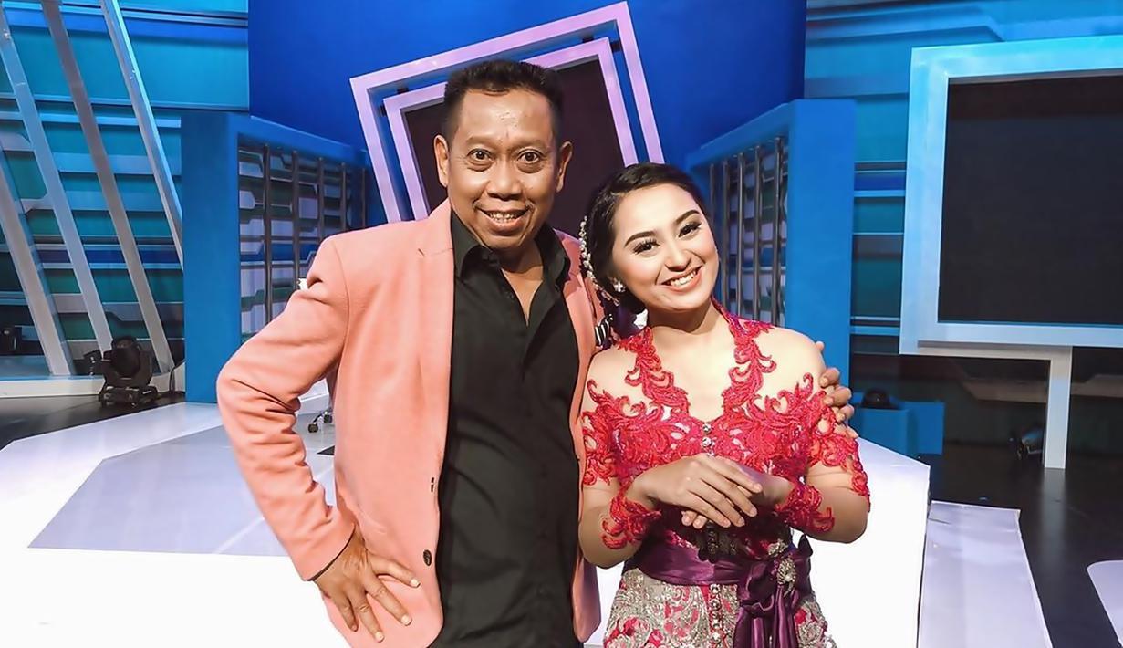 Pemilik nama lengkap Citragama Prameswari merupakan salah satu penyanyi jebolan ajang pencarian bakat X Faktor Indonesia pada 2015 lalu. Hanya sampai 11 besar, ternyata tidak menyurutkan kariernya di dunia hiburan yang kini lebih dikenal sebagai seorang sinden. (Liputan6.com/IG/@memes_prameswari)