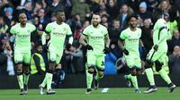 Para pemain Manchester City merayakan gol ke gawang Aston Villa pada putaran kelima Piala FA di Villa Park, Birmingham, Sabtu (30/1/2016) malam WIB. (AFP/Justin Tallis)