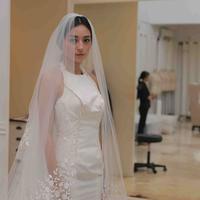 Lolita Agustine saat fitting gaun pengantin. (Andy Masela/Bintang.com)