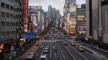 Ilustrasi suasana kota Jepang.