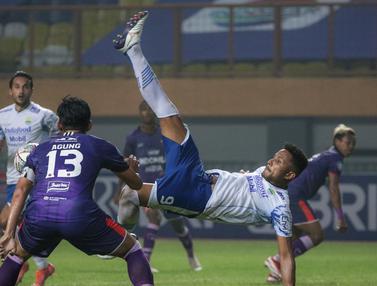 Foto: Raih Kemenangan Kedua, Persib Bandung Dampingi Bali United Pimpin Klasemen BRI Liga 1 2021 / 2022