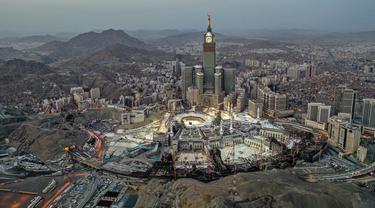 Pandangan dari udara menunjukkan suasana Masjidil Haram di Kota Suci Mekkah, Arab Saudi, 24 Mei 2020. Masjidil Haram dipandang sebagai tempat tersuci bagi umat Islam. (AFP)
