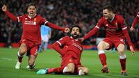 Selebrasi pemain Liverpool, Mohamed Salah (tengah) setelah mencetak gol ke gawang Manchester City pada leg pertama perempat final Liga Champions di Anfield, Liverpool, Inggris, Rabu (4/4). Liverpool menang tiga gol tanpa balas. (Peter Byrne/PA via AP)