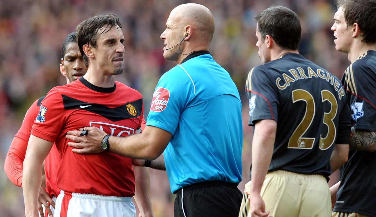 Gary Neville dikenal sebagai salah satu bek kanan terbaik yang pernah dimiliki oleh Manchester United. Dirinya dipercaya oleh Sir Alex Ferguson menggantikan Roy Keane untuk mengemban sebagai kapten dari 2005 hingga 2011. (Foto: AFP/Paul Ellis)