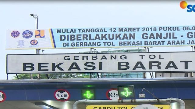 Setelah melakukan evaluasi selama sepekan, pemerintah akhirnya memutuskan untuk menurunkan tarif bus Transjakarta hingga 50%.