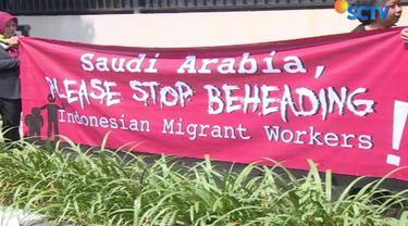 Eksekusi mati Zaini Misrin memicu unjuk rasa yang dilakukan Organisasi Migant Care di depan Kedutaan Besar Saudi Arabia, Jakarta.