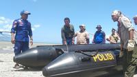 Operasi penyelamatan buaya berkalung ban di Sungai Palu dimulai hari ini, Kamis (6/2/2020). Operasi dilakukan oleh petugas gabungan dari BKSDA Sulteng dan NTT, Polair Polda Sulteng, dan Petugas dari Kementerian LHK. (Liputan6.com/ Heri Susanto)