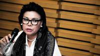 Wakil Ketua KPK Basaria Panjaitan memberikan keterangan pers terkait rilis barang bukti berupa uang hasil OTT terhadap Panitera Pengganti PN Jakpus, Jakarta, Jumat (1/7). (Liputan6.com/Helmi Afandi)