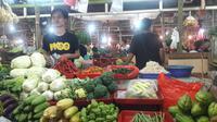 Harga sayuran, daging ayam hingga daging sapi mengalami kenaikan menjelang lebaran. (Liputan6.com/Bawono Yadika)