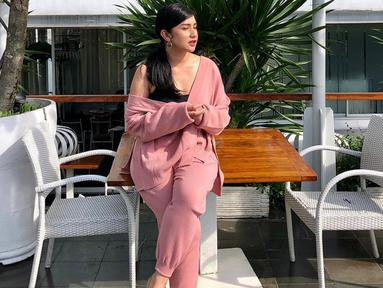 Presenter kelahiran 8 Oktober 1991 ini dikenal setelah turut serta dalam membawakan acara Eat Bulaga Indonesia pada 2012 lalu. Bianca Liza cukup dikenal dengan penampilannya yang simpel di setiap kesempatan. (Liputan6.com/IG/@bibiancaliza)