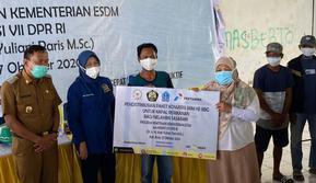 Sebanyak 1.797 nelayan dan petani di Kabupaten Bone, Sulawesi Selatan, menerima paket perdana Program Konversi BBM ke BBG Tahun 2020, Selasa (27/10).(Foto:Dok.Kementerian Energi dan Sumber Daya Mineral)
