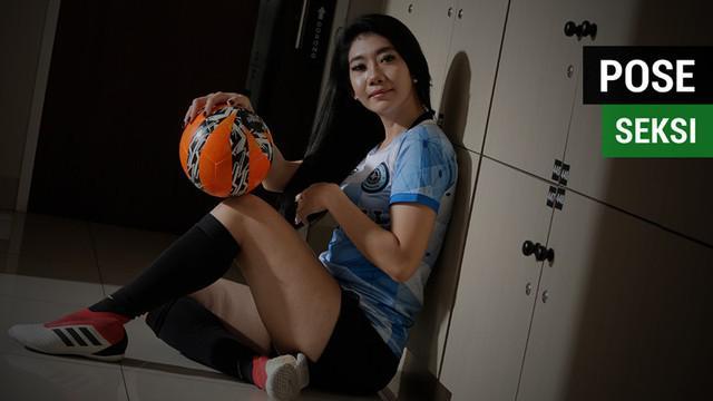 Berita video Fithri Syamsu mengungkapkan pose seksi pesepak bola. Pose yang seperti apa menurut Neng Fithri?