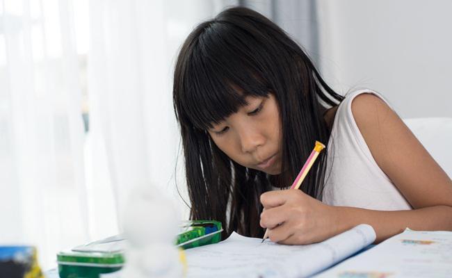 Agar anak mau belajar dan mengerjakan PR/copyright Shutterstock.com