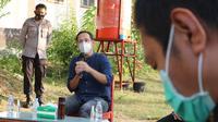 Dialog antara guru SMA-SMK dan Menteri Pendidikan dan Kebudayaan, Nadiem Makarim saat kunjungan ke SMK 8 Palu, Rabu (4/11/2020). Dalam kesempatan itu Nadiem menjelaskan tentang sejumlah kebijakan pendidikan di kala pandemi. (Foto: Liputan6.com/ Heri Susanto).