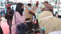 Pemeriksaah tubuh tubuh pemudik di perbatasan Kota Malang. Disiakan rapid test sekaligus isolasi bagi pemudik dengan suhu tubuh di atas rata - rata (Humas Pemkot Malang)