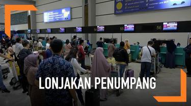 Menjelang berakhirnya liburan panjang hari raya idul fitri, jumlah penumpang di bandara Soekarno Hatta meningkat signifikan. Jumlah lonjakannya capai lebih dari 10 persen.