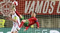 Cristiano Ronaldo menjadi bintang kemenangan di laga ini memborong tiga gol. Sedangkan dua gol lainnya dicetak oleh Bruno Fernandes dan Joao Palhinha. (AP/Joao Matos)