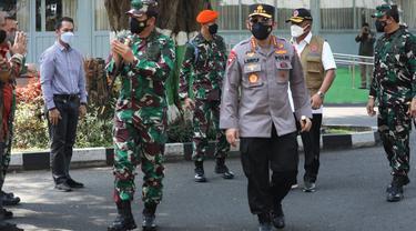 Panglima TNI dan Kapolri memantau lonjakan Covid-19 di Kudus, Jawa Tengah. (Foto: Liputan6.com/Felek Wahyu)