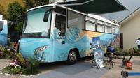 Perum Damri mengubah bus bekasnya menjadi kamar tidur layaknya hotel berbintang. Liputan6.com/Septian Deny