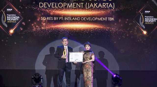 Pemberian momen penghargaan SQ RÉS Best High End Condo Development (Jakarta).
