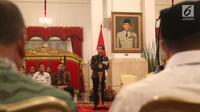 Presiden Joko Widodo saat memimpin rapat kabinet pariurna di Istana Negara, Jakarta, Selasa (16/10). Rapat kabinet pariurna tersebut membahas evaluasi penangan bencana alam. (Liputan6.com/Angga Yuniar)