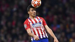 2. Rodri Hernandez (Atletico Madrid ke Manchester City - Harganya yang mencapai 70 juta euro membuat dirinya menjadi pemain termahal The Citizens. Gelandang jangkar asal Spanyol ini dikenal piawai dalam mengontrol lini tengah. (AFP/Gabriel Bouys)