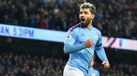 Striker Manchester City, Sergio Aguero merayakan gol yang dicetaknya ke gawang Sheffield United pada laga pekan ke-20 Liga Inggris di Etihad Stadium, Minggu (29/12/2019). Hasil manis dipetik Manchester City usai meraih kemenangan 2-0 saat menjamu Sheffield United. (AP/Rui Vieira)