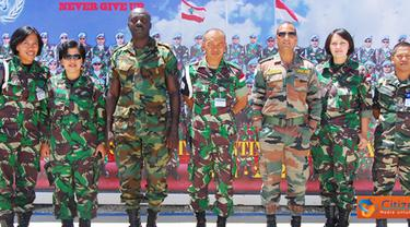 Citizen6, Lebanon: Tim SRI (Strategic Reserver Inspection) UNIFIL, terdiri dari Mayor Maxwell Aferi (Ghana), Mayor Sunil Dogra (India), Mayor Faizul Moch Latif (Malaysia) dan Kapten laut (S/W) Nani Kusmiyati, (Indonesia). (Pengirim: Badarudin Bakri)