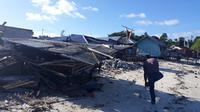 Deretan rumah warga yang rusak akibat guncangan gempa Halmahera. (Liputan6.com/Hairil Hiar)