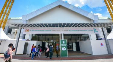 """Bagian luar Pusat Karantina dan Perawatan COVID-19 Risiko Rendah di MAEPS, Malaysia (3/4/2020). Fasilitas tersebut digunakan untuk menampung 600 pasien COVID-19 """"berisiko rendah"""", yang dinyatakan positif COVID-19 tetapi tidak menunjukkan gejala atau memiliki gejala ringan. (Xinhua/Chong Voon Chung)"""