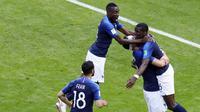 Para pemain Prancis merayakan gol yang dicetak oleh Paul Pogba ke gawang Australia pada laga Piala Dunia di Kazan Arena, Sabtu (16/6/2018). Prancis menang 2-1 atas Australia. (AP/Hassan Ammar)