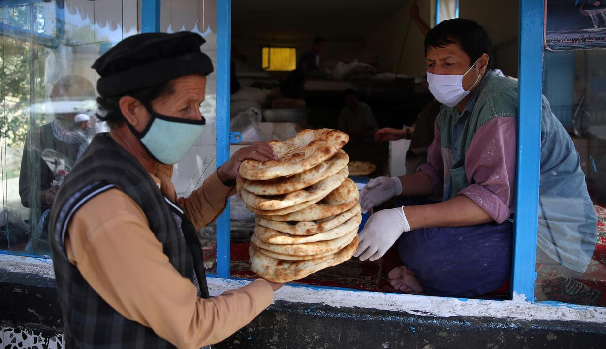 Foto Ramadan Warga Afghanistan Dapat Roti Gratis Di Tengah Lockdown Ramadan Liputan6 Com