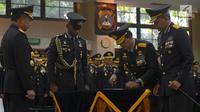 Kapolri Jenderal Tito Karnavian, melantik Komjen Pol Ari Dono Sukmanto sebagai Wakapolri saat acara Serah Terima Jabatan (Sertijab) di Mabes Polri, Jakarta, Jumat (17/8). (merdeka.com/Imam Buhori)