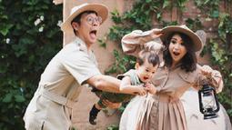 Pada 25 Maret lalu, Lori genap berusia 1 tahun. Putri Titian dan Junior Liem pun mengabadikan momen berharga itu dengan menjalani pemotretan. (Foto: instagram.com/putrititian)