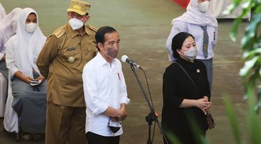 Presiden Jokowi Bersama Ketua DPR Puan Maharani Dan Gubernur Banten, Wahidin Halim, Saat Meninjau Vaksin Untuk Pelajar Di Kota Serang. (Selasa, 21/09/2021).